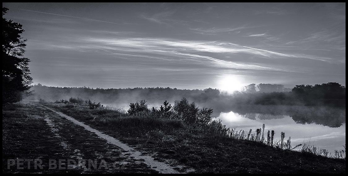 Rybník, cesta, Vrbová Lhota, Poděbrady, 2012(2)