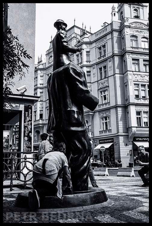 Pomník Franze Kafky, 2015, Jaroslav Róna, Praha(10)