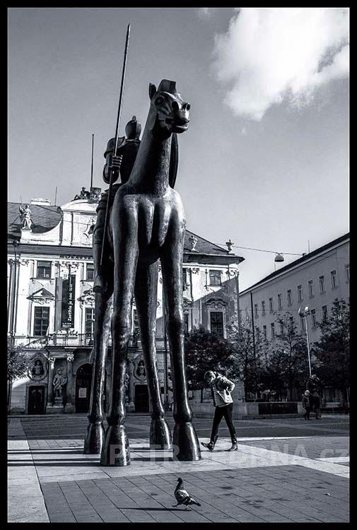 Socha Jošta Lucemburského, 2016, Jaroslav Róna, Moravském náměstí, Brno(2)