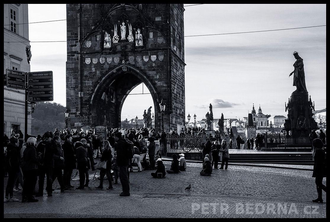 Karlův most, Křížovnicke náměstí, 2017, Staroměstská mostecká věž, pomník Karla IV, Praha