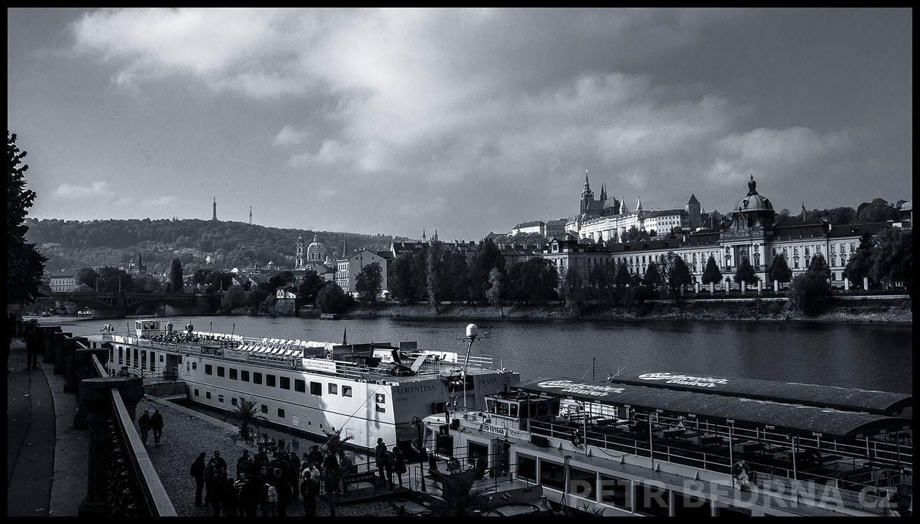 Pražský hrad, Dvořákovo nábřeži, 2016, Petřín, přístaviště, Vltava, Praha