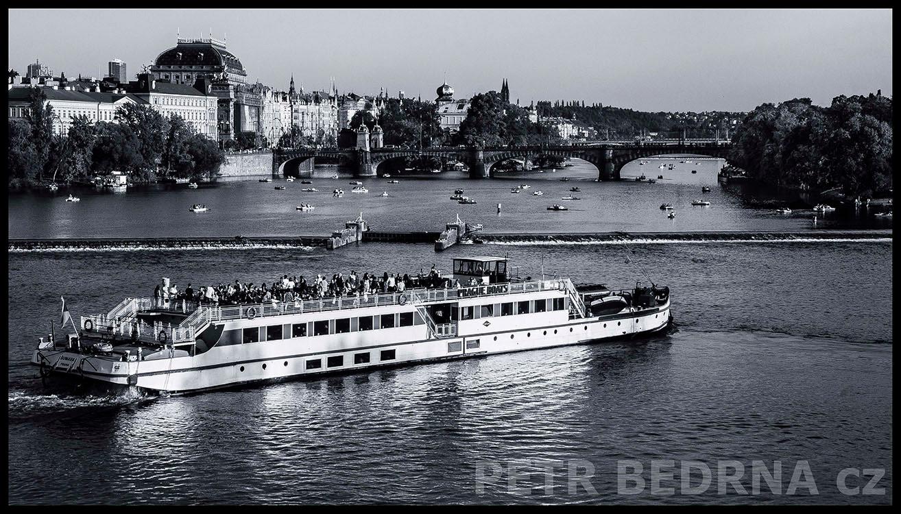 Národní divadlo, Prague Boats, 2014, Most Legií, Praha