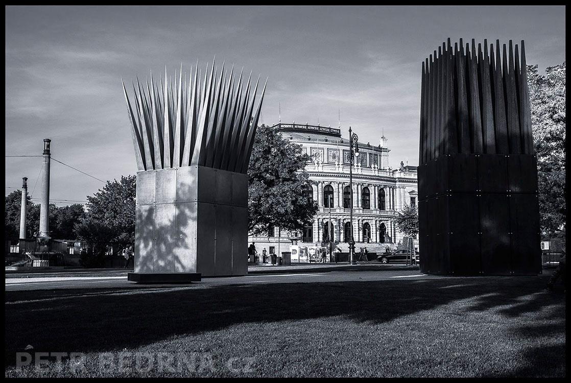 Památník Jana Palacha - sousoší Dům syna a Dům matky, 2016, John Hejduk, Praha, Rudolfinum